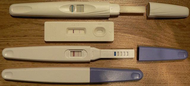Four pregnancy tests. Image: Zwager, via Wikimedia Commons.