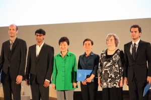 From left to right :, Subhash, Khot, Martin Hairer, Manjul Bhargava,  the South Korean President Park Geun-Hye , Maryam Mirzakhani , the President of the International Mathematical Union (IMU) Ingrid Daubechies, and Artur Avila.